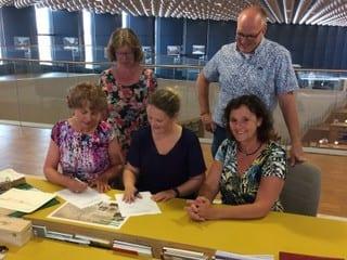 ondertekening overdracht archief SFA naar Archief Eemland