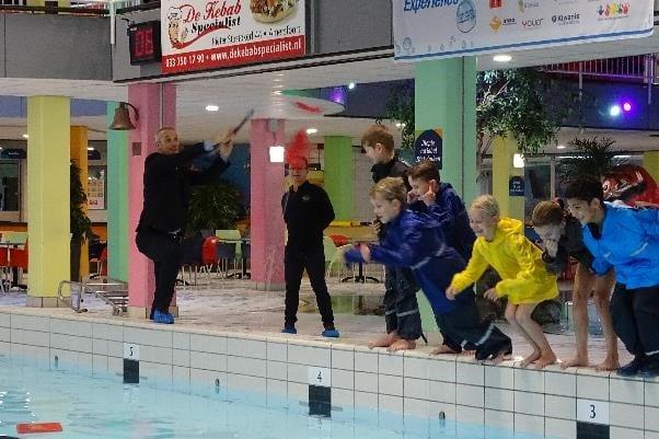 Wethouder Wim Vos opent derde seizoen swimexerperience in Octopus Leusden